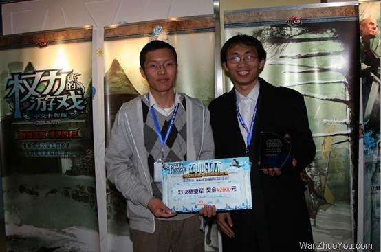 亚军:王萱佶 (照片右边)