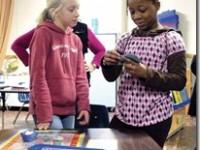 五年级学生创作环保桌游
